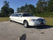 2000 Lincoln Town Car Executive Limousine Sedan (White)